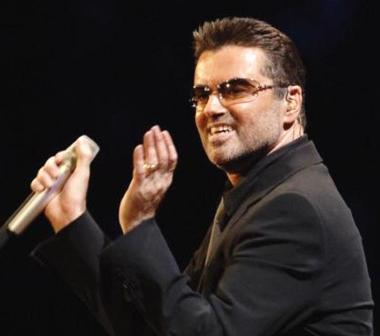 英国天才歌手乔治·迈克尔 家中和平去世 享年53岁